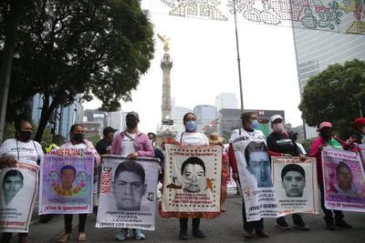 A siete años de la desaparición de normalistas, Marchan por Ayotzinapa