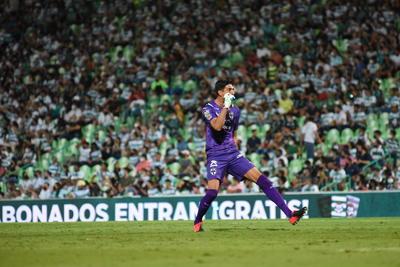 Rayados se impone de visitante ante Santos Laguna