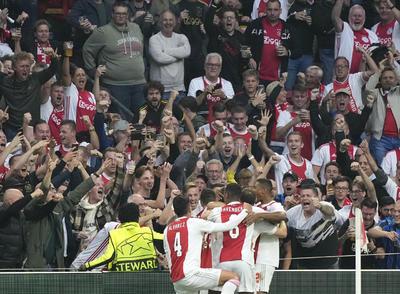 Ajax continúa en gran momento y gana en Champions League en la J2