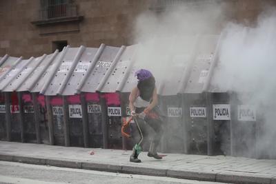 Mujeres protestan en CDMX por Día del Aborto legal y seguro, se reportan 37 lesionados