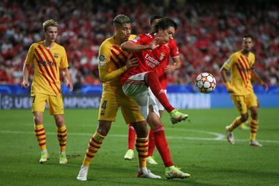 Benfica se muestra superior y derrota al Barcelona