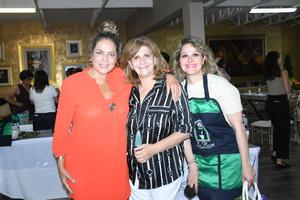 30092021 COMPARTEN SU CARIñO POR LA JARDINERíA.  Irma, Margarita y Alejandra.