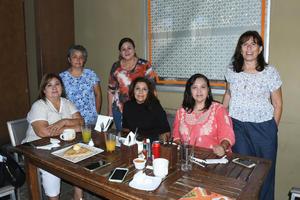 01102021 Amigas celebrando el cumpleaños de Laura Flores.