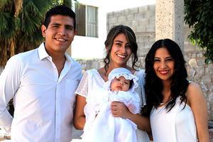 08102021 Luis Alfredo Gómez Montalvo, Iraida Mexica Sánchez y su madrina  Andrea del Rosario Burgos.