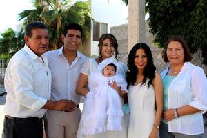 08102021 Jimena con su madrina, sus papás y sus abuelos paternos: Alfredo Gómez y Ma. Guadalupe Montalvo.