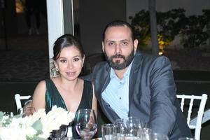 10102021 ACOMPAñAN A LOS NOVIOS EN SU BODA.  Lili y Enrique.