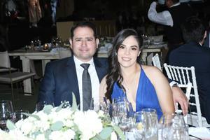 10102021 DE FIESTA.  Alejandro Flores y Gabriela González.