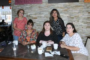 14102021 DESAYUNO ENTRE AMIGAS.  Lucy, Ángeles, Norma, Liliana y Alicia.