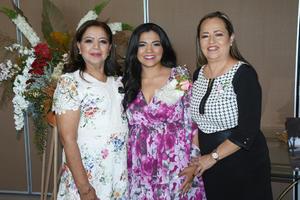 15102021 Perla con su mamá Ludivina Martínez, quien fue su organizadora junto a su su suegra, Mayela Salazar.