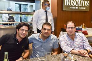 24102021 CENA ENTRE AMIGOS . Rodrigo, Andrés y José Carlos.