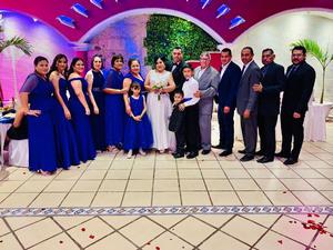24102021 CELEBRAN BODA DE LA FAMILIA áLVAREZ HERNáNDEZ.  Los novios con la familia Álvarez.
