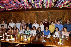25102021 CELEBRAN EN PAREJAS.  Médicos de la clínica Condomedics festejando el día del médico.