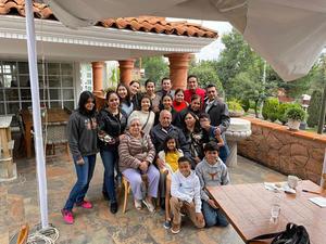 24102021 CELEBRA SUS XV AñOS.  Natalia Estrada Rangel con las familias Rangel de León y Rangel Gutiérrez.