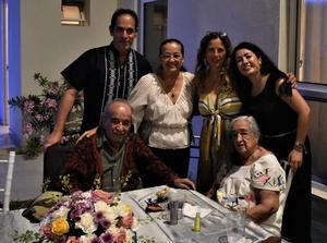 24102021 DE FESTEJO.  Paty Peña Amozurrutia, Earl, Hena, Paco, Henita y Vicky Amozurrutia.