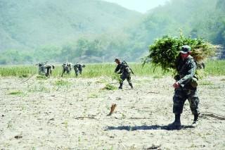 Se enfrentan narcos y soldados en la Sierra
