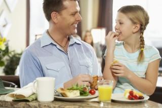 ¿Cómo alimentar a un niño?