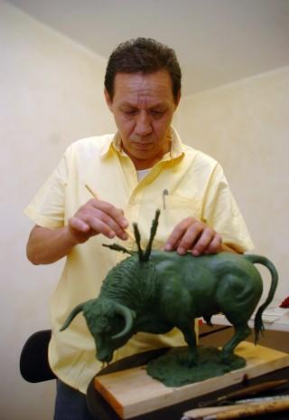 Escultor y pintor lagunero prepara exposición