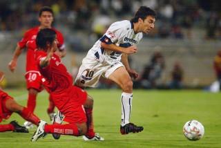 <b>Pumas aprovecha fallas arbitrales para derrotar 2-0 a Toluca</b>