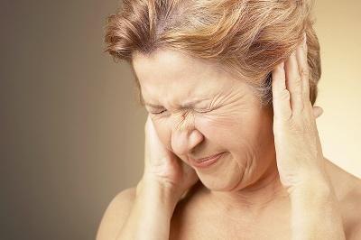 ¿Le zumban los oídos?, acuda a un especialista