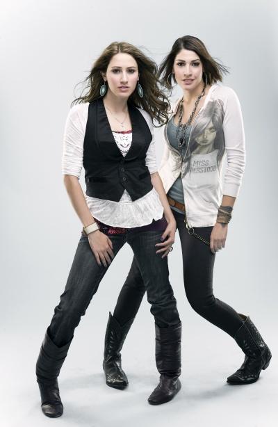 Hanna y Ashley talento al doble