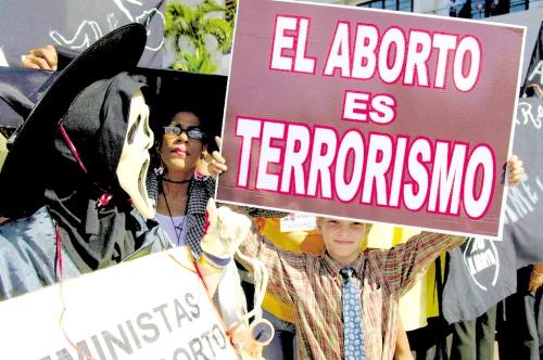 Aborto, penalizado en mayoría de países