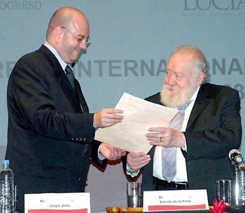 Entregan Premio Internacional Alfonso Reyes en Monterrey