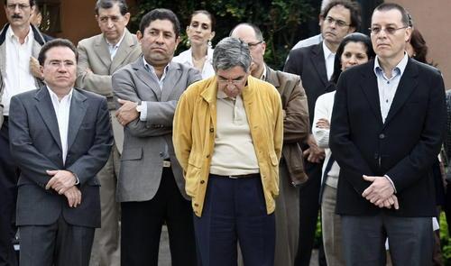 Llama Zelaya a insurrección para derrocar a golpistas