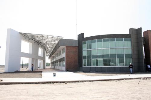 Al 98 la obra de la unipoli for Villas universidad torreon