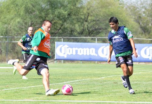 Santos Laguna entrena y viaja a León para amistoso