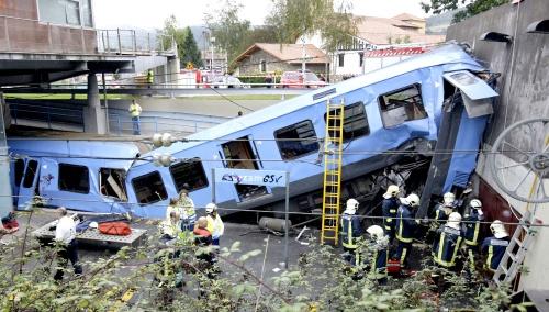 Se descarrila tren en España; muere conductor