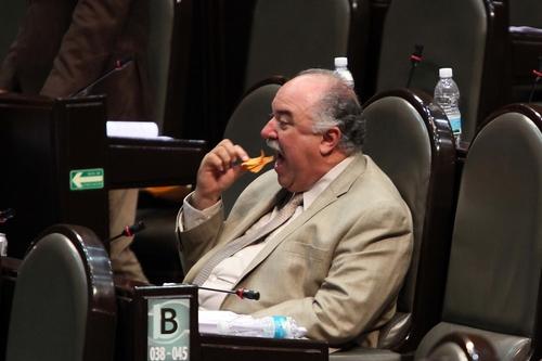 Resultado de imagen para diputados comiendo