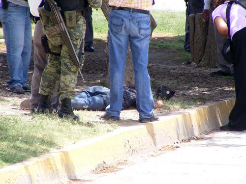 Asesinan a balazos a un joven en col. Morelos II