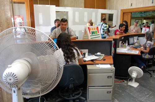Mudanza afecta a ciudadanos for Arreglar silla oficina se queda baja