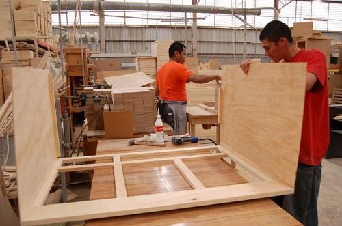 sobrevive industria del mueble a la crisis