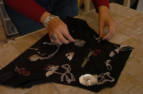 Lanzan taller en joyería de plata