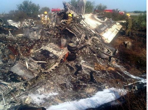 Cae avión militar; mueren 5