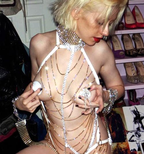 Aguilera lo muestra todo en fotos candentes
