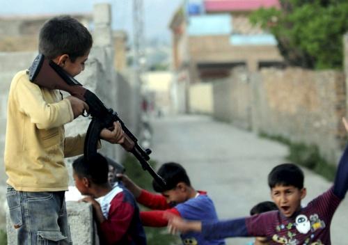 Los niños del 'narco' y su ejército: hay que rescatarlos…