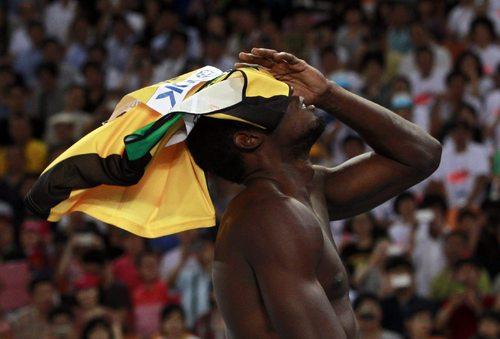 Descalifican a Usain Bolt en carrera de 100m
