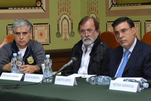 Van contra presidente Calderón en La Haya
