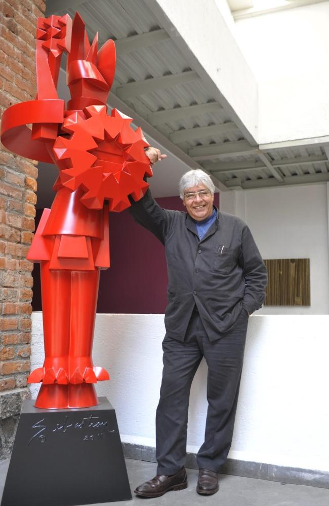 Usa escultor Sebastián su arte para disminuir la tristeza del ...