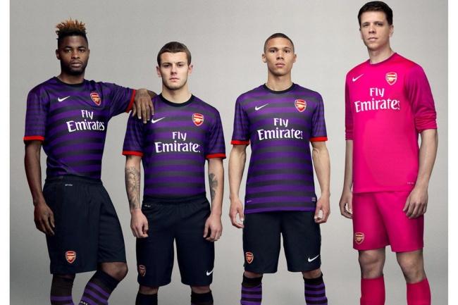 En morado y rosa el nuevo uniforme del Arsenal