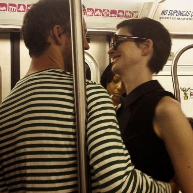 Revuelo Por 'paseo' De Anne Hathaway En Metro Del DF