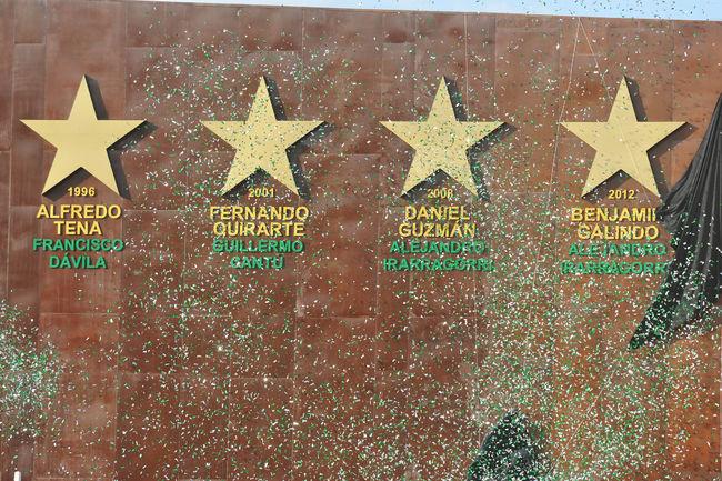 Develan cuatro estrellas conquistadas por Santos
