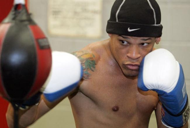 Tras admitir ser gay, Orlando Cruz vuelve al ring