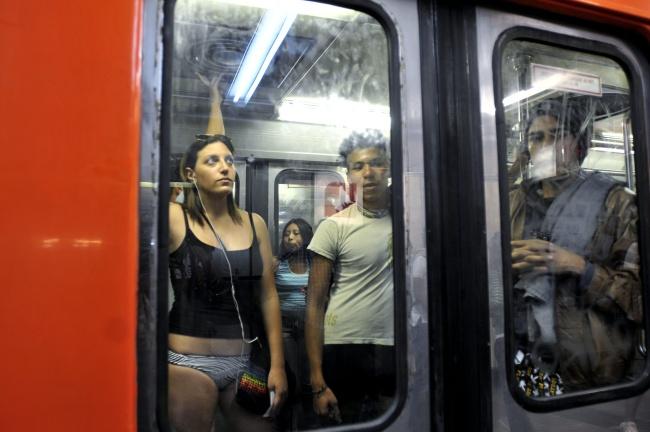 En el metro agarron de verga - 1 part 4
