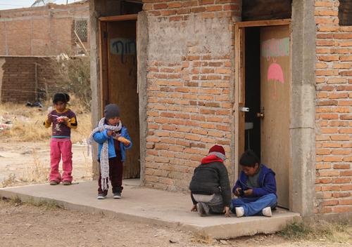 Niños que sufren por el frío