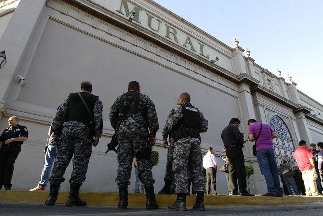 Lanzan explosivos al peri dico mural for El mural guadalajara avisos de ocasion