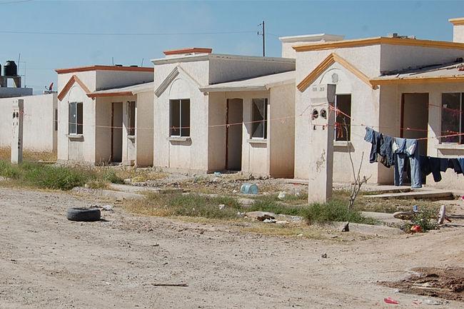 Crece invasión de casas en la región