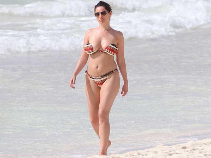 Se 'destapa' Kelly Brook en Cancún